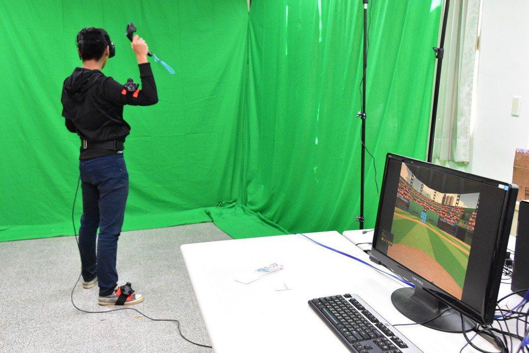 明道大學數位系引進最新VR設備,提供學生設計虛擬的數位遊戲。此套VR設備全身上下...