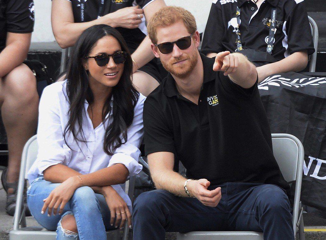 今年9月哈利王子和女友梅根在加拿大多倫多參加「永不屈服」運動會。 (美聯社)