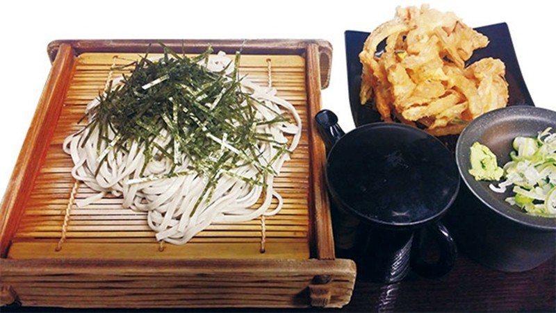 天ざる蕎麦(天婦羅冷製蕎麥麵)¥510/蔬菜、櫻花蝦的綜合天婦羅搭配冷製竹簍蕎麥...