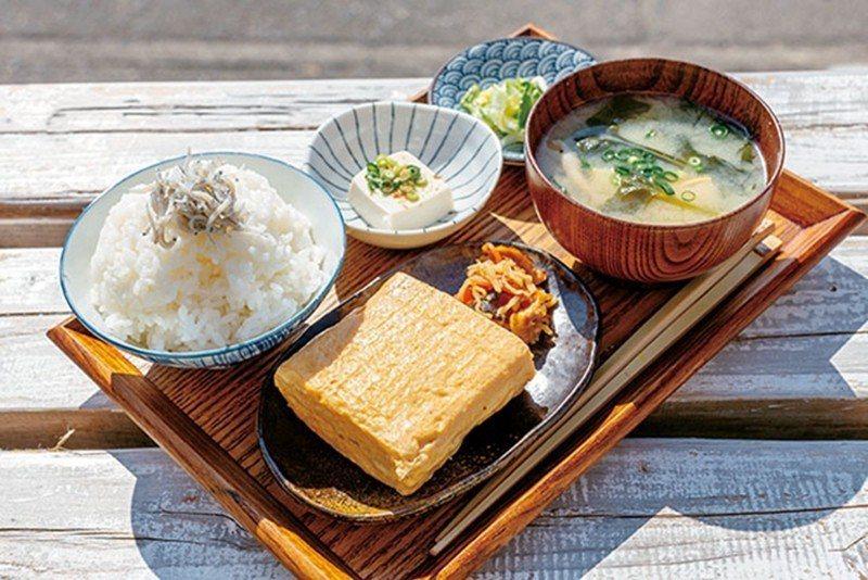 Check in 時可以選擇隔天的早餐Menu,厚2公分的煎蛋捲是大受歡迎的招牌...
