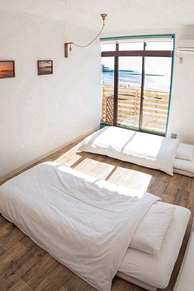 靠海的房間一早醒來就能看到美麗的海景,採光也非常好。