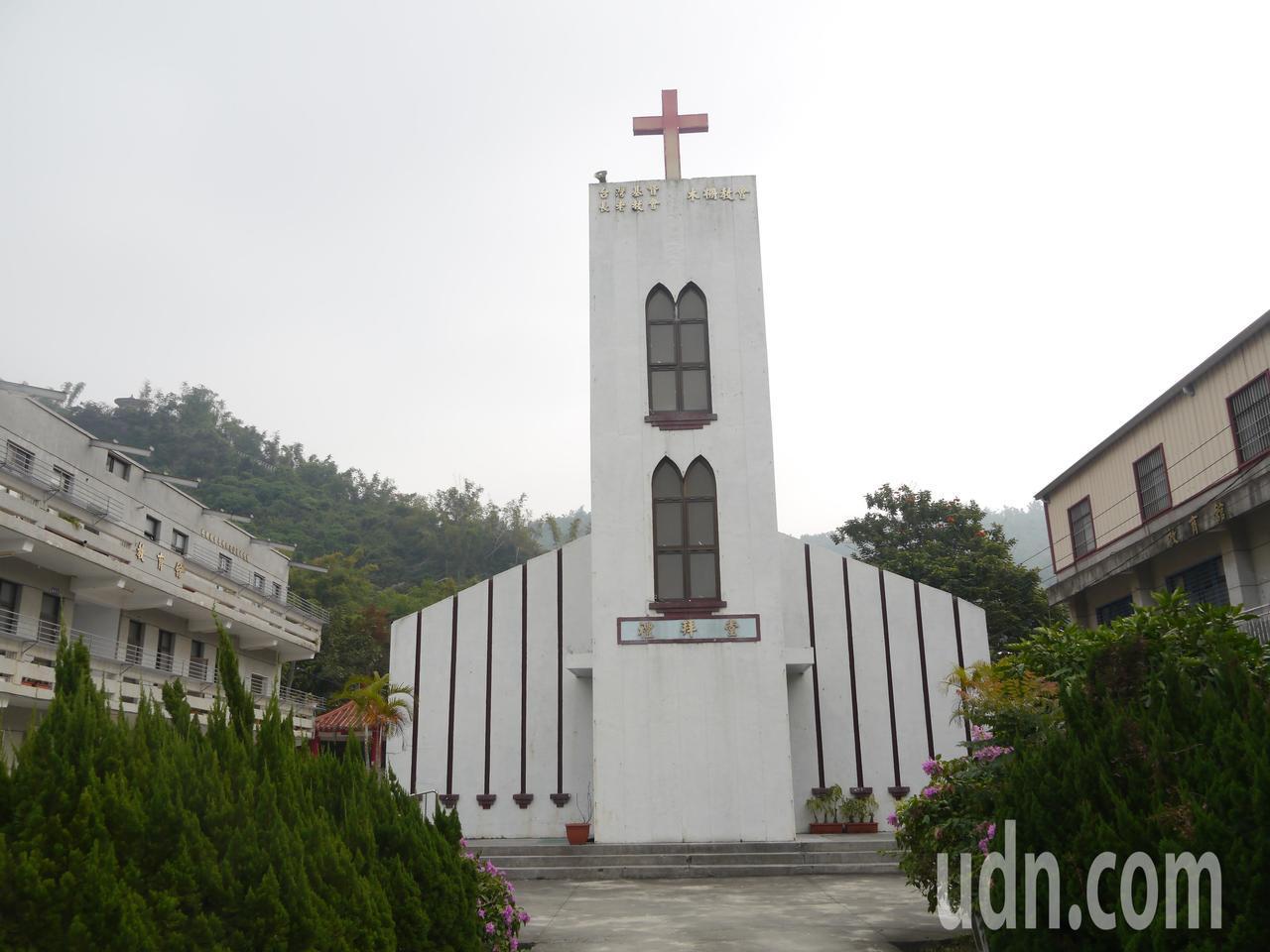 木柵教會歷史悠久,外型典雅的禮拜堂被稱為「山中的雪白老教堂」,明年初將拆除改建。...