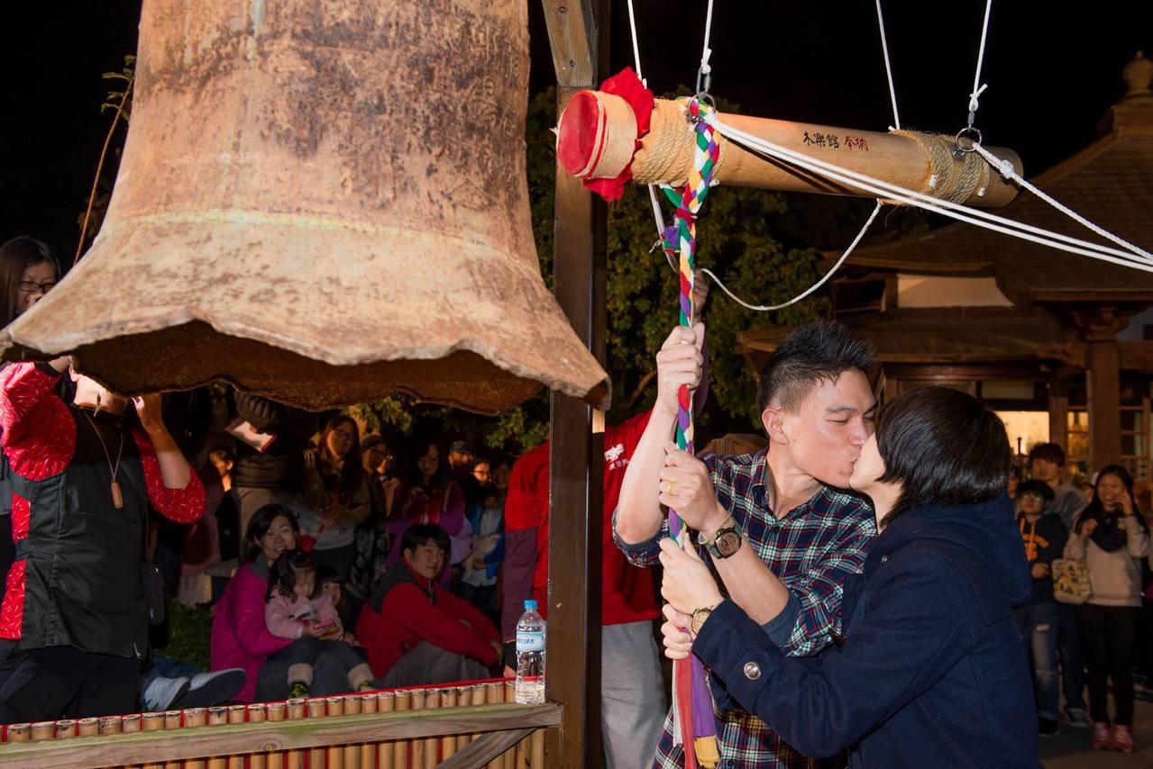 民眾也可選擇到吉安慶修院,體驗日本佛寺傳統敲鐘祈福活動。圖/慶修院提供