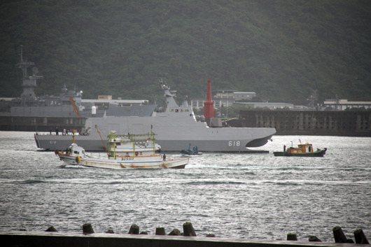 參謀總長李喜明也在會中下達指示,他主張海軍要建一批每艘2到3人操作微型攻擊艇,不...