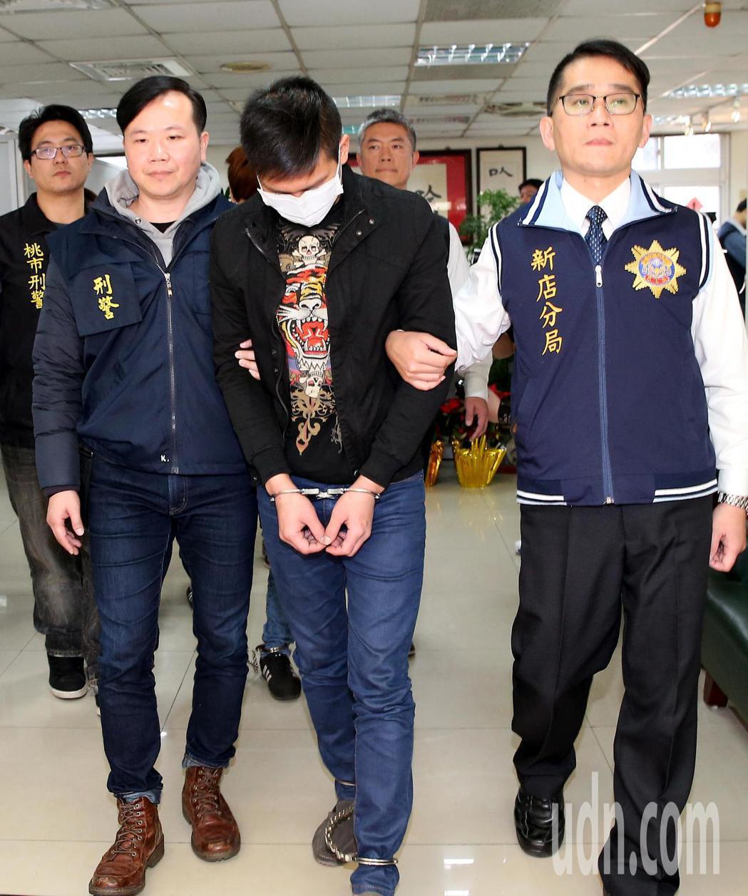 桃園機場緝毒單位首度在國境線查獲新興毒品「甲苯基甲胺戊酮」超過15公斤,並逮捕涉...