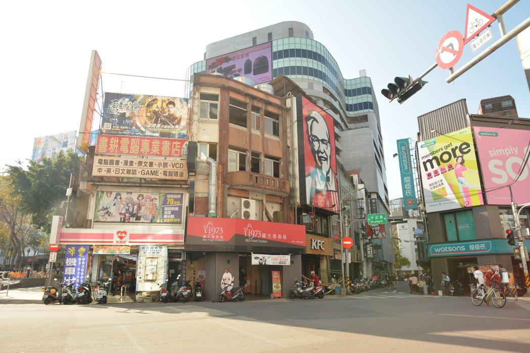 新竹市最高地價宗地「地王」,依舊由位於新竹火車站前中正路與大同路口角地蟬聯,每坪...