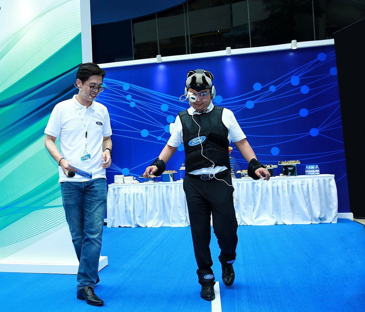 除了讓民眾體驗酒醉隔日危險駕駛的「宿醉模擬裝」,Ford於2017年在台灣舉辦的...