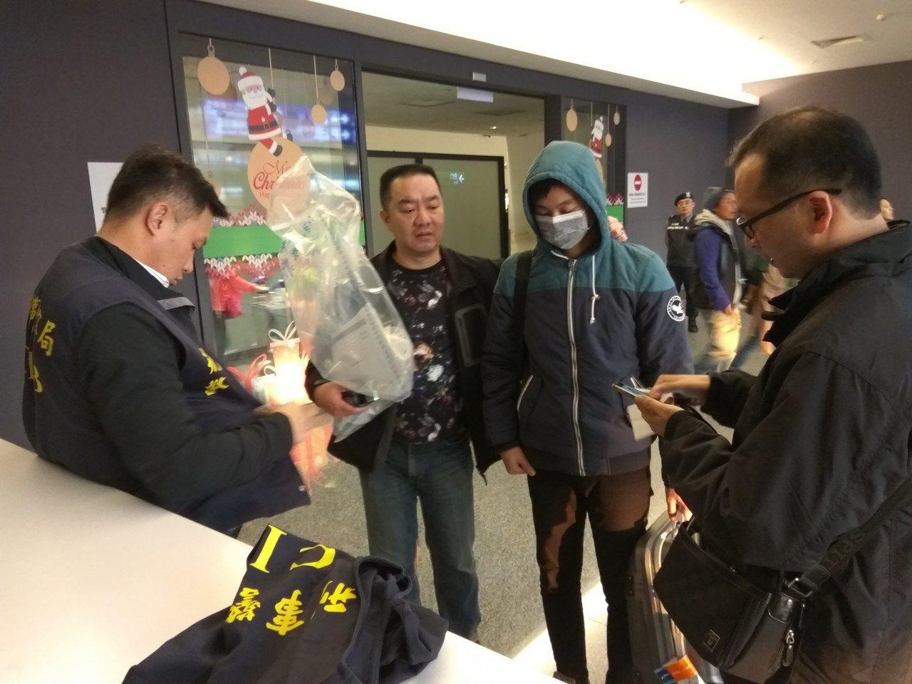 王姓男子從馬來西亞走私毒品至台灣,他搭機至馬國取貨,把1公斤K他命以咖啡包掩護,...