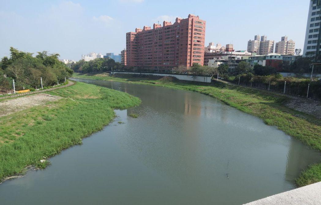 高雄市環保局為了減少河川氨氮汙染,規劃高雄市後勁溪流域廢(汙)水氨氮排放總量管制...
