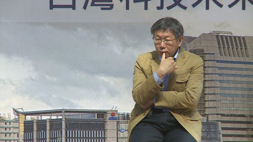 台北市長柯文哲上午參加在內湖區公所舉行的行動市政會議,神情若有所思。記者陳煜彬/...