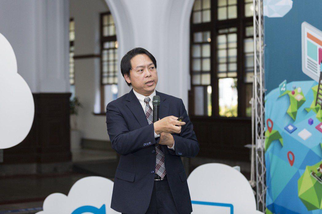 華碩雲端總經理吳漢章。(圖/華碩提供)