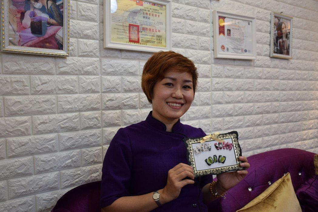 黃凱莉擁有國際美容證照。記者鄭國樑/攝影