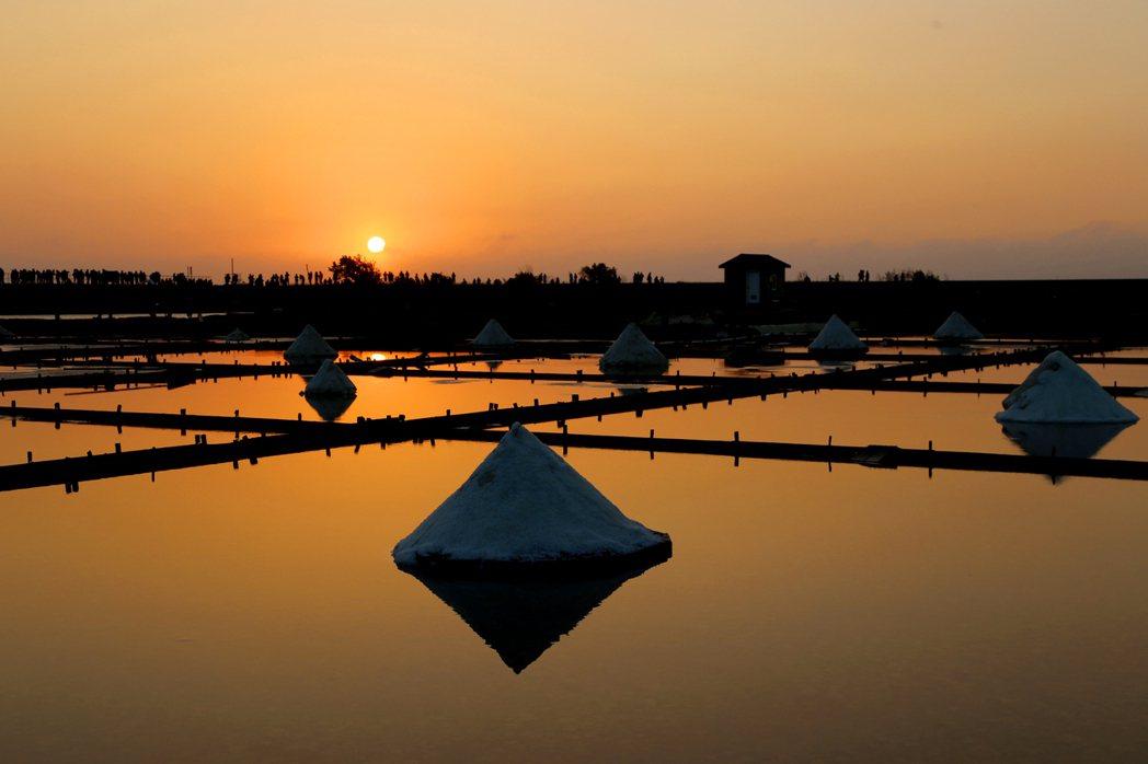 台南跨年三部曲的首部曲北門井仔腳送夕陽。圖/台南市政府觀光旅遊局提供