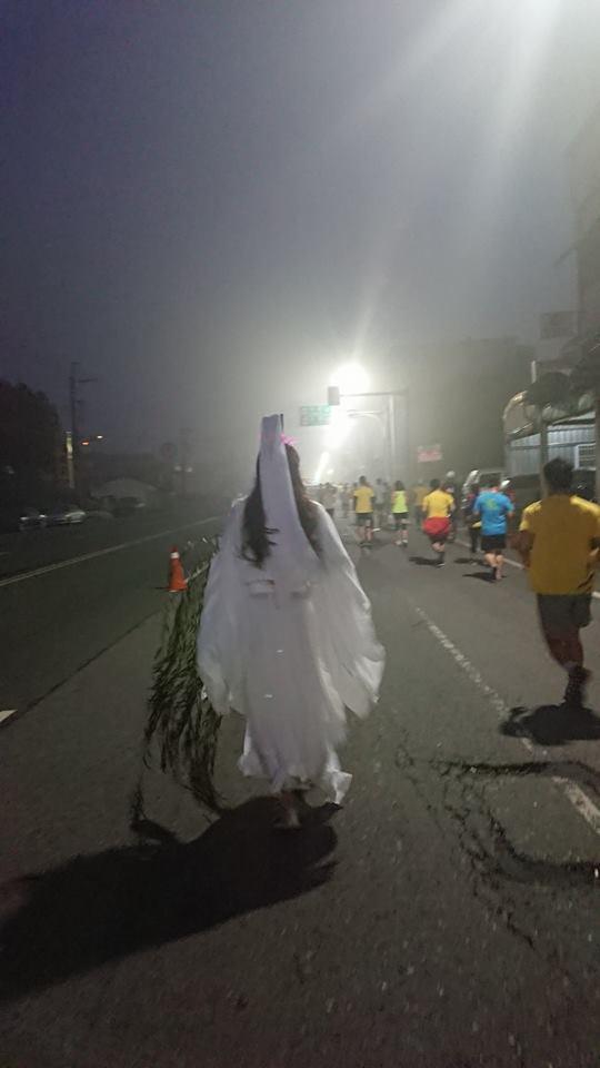 日前有跑友參加了北港馬拉松,儘管起跑時間是上午6點,但中南部因空汙嚴重,一 片霧...