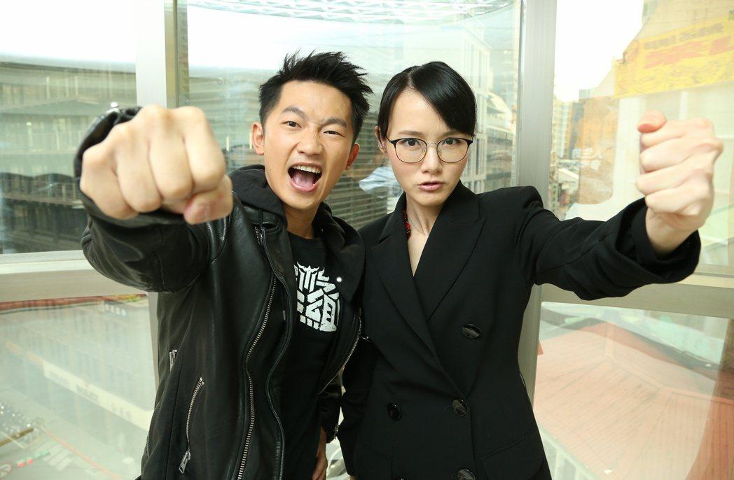 蔡昌憲(左)、閃靈樂團團長兼貝斯手葉湘怡(Doris,右)合演電影「衝組」。記者
