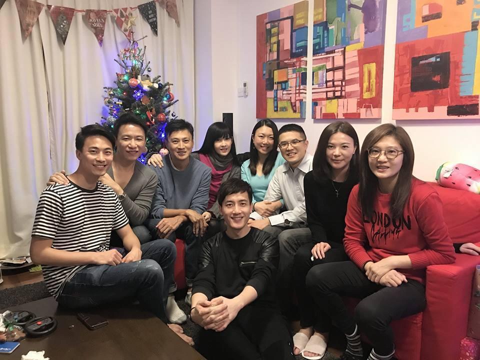 周慧敏(左四)透露耶誕節後馬上繼續為演唱會練唱。圖/摘自臉書
