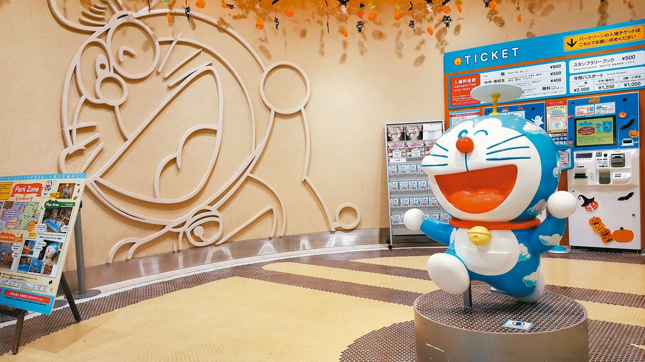 在哆啦A夢空中公園,處處都可看見哆啦A夢的元素。 記者陳睿中/攝影