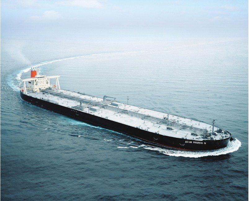 日本川崎重工經營策略轉變,將有七成商船在大陸建造;圖為川崎重工打造的大型油輪。 ...