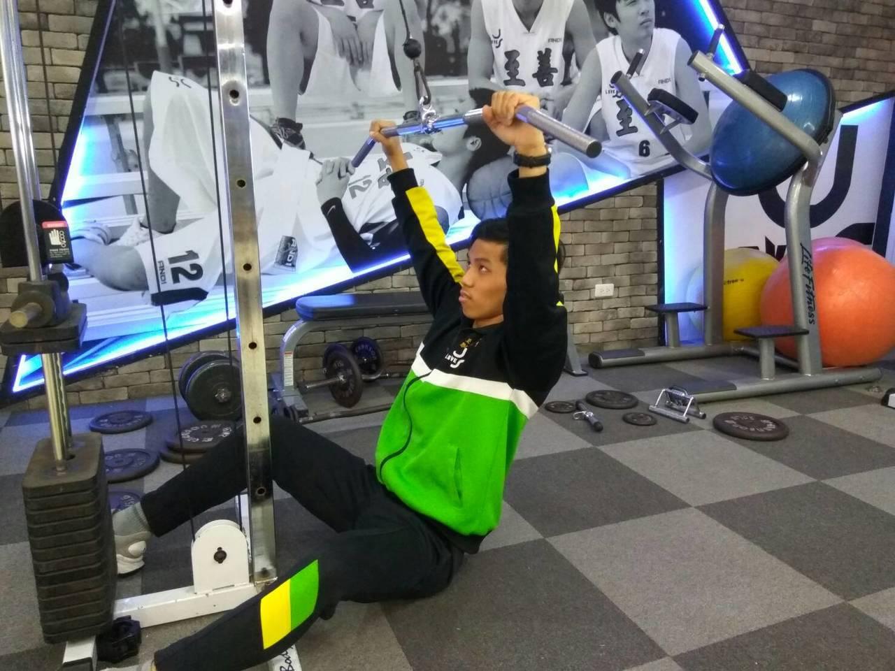 桃園市至善高中打造「大力士健身房」,培養全校健身風氣。記者許政榆/攝影