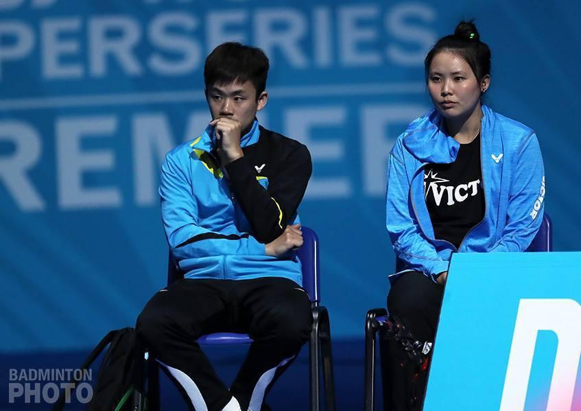 賴建誠教練(左)。 擷圖自BADMINTON World