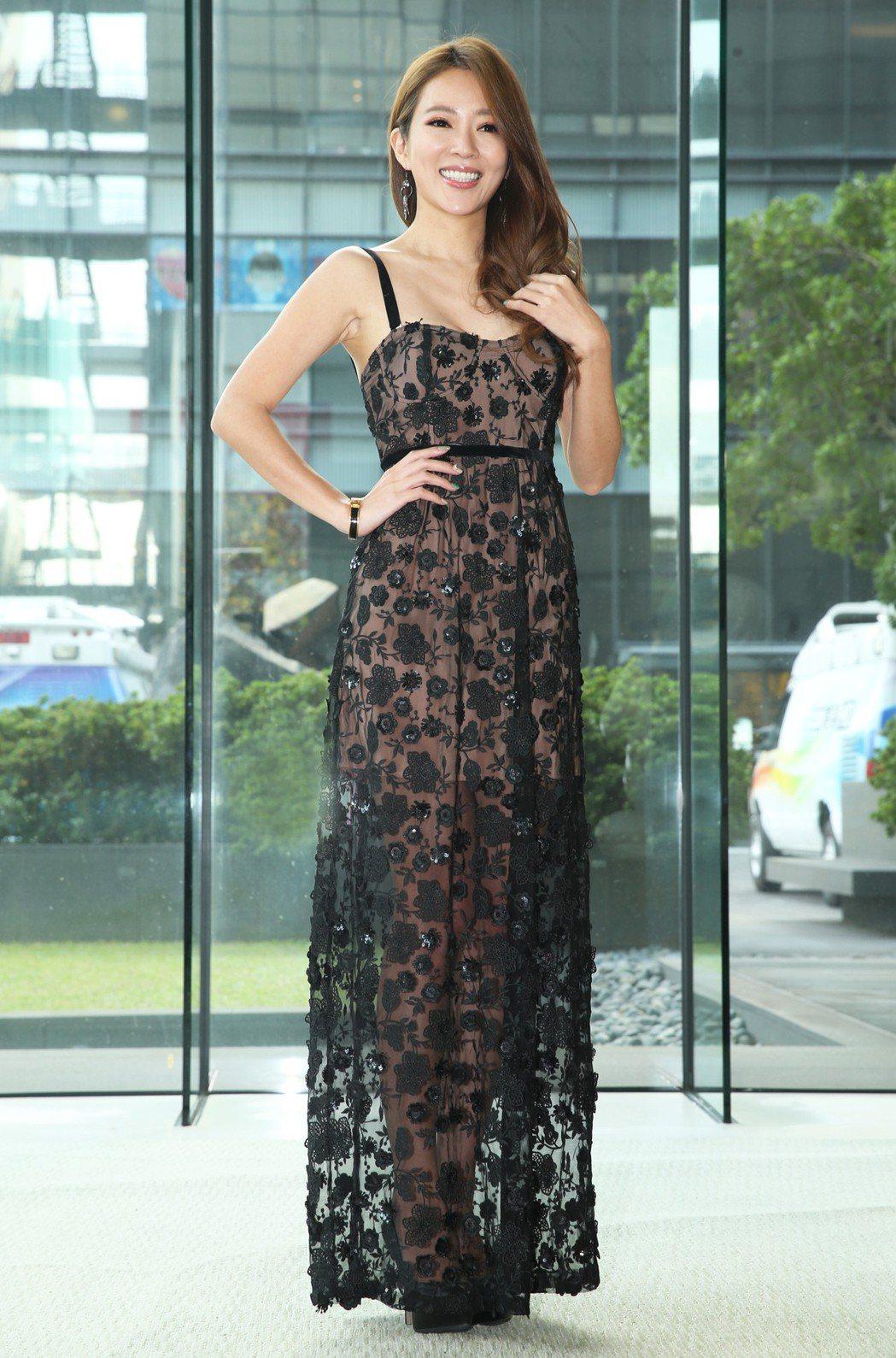 高宇蓁一身黑色長禮服,縷空的設計讓好身材一覽無遺。記者徐兆玄/攝影