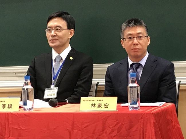 新世代金融基金會副董事長林家宏(右)。 記者陳怡慈/攝影