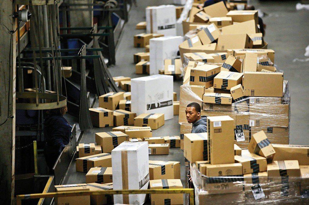 在消費者信心居高不下、與強勁就業市場的助攻下,今年美國消費者敞開荷包,在耶誕夜之...