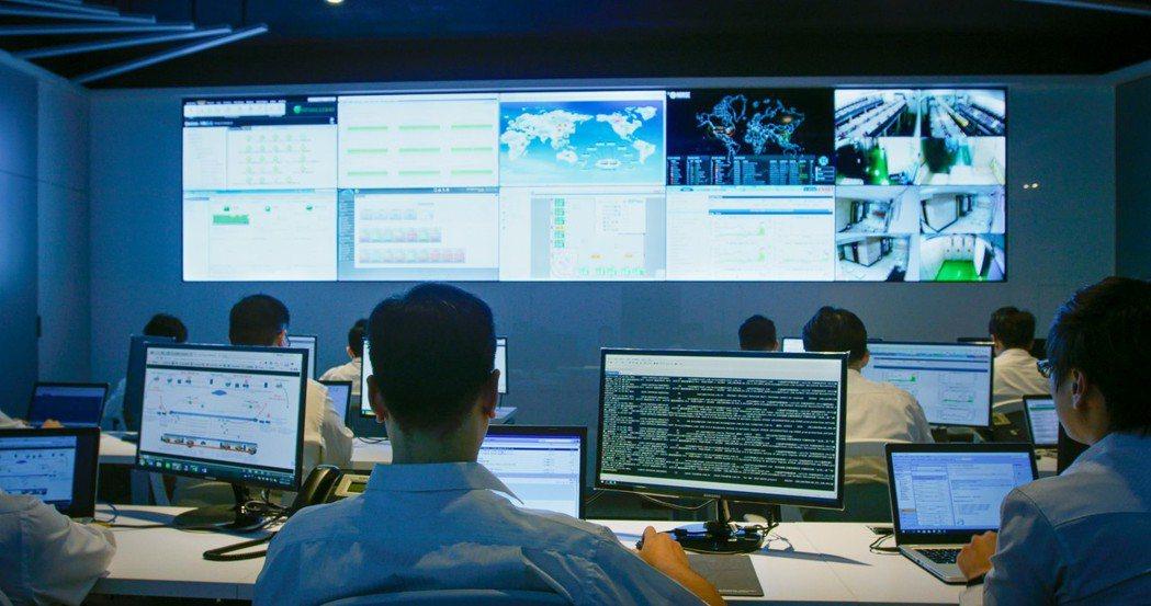 數位通國際協助百富通集團完成VMware最大混合雲架構外,硬體及備援則已遷入數位...