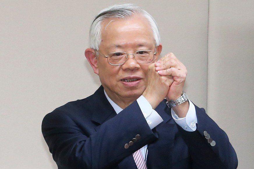 中央銀行總裁彭淮南任期到明年2月25日,儘管外界慰留聲音不斷,彭淮南仍堅持做到任...