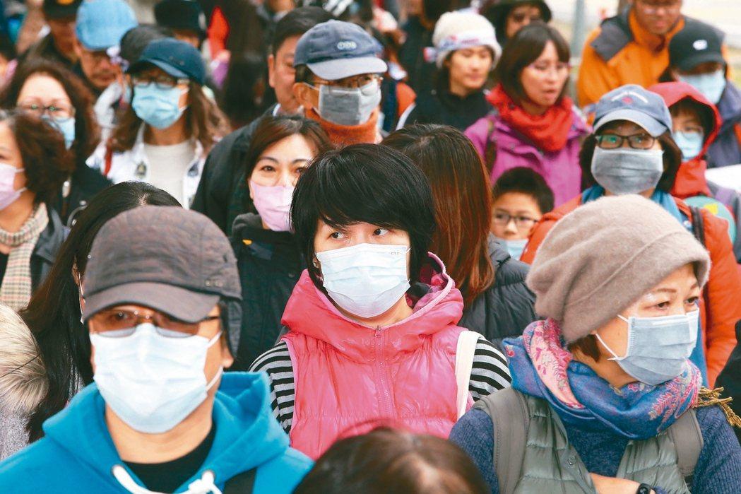 反空汙大遊行時,逾萬民眾戴口罩走上街頭,高呼「要一口好空氣!」。 圖/聯合報系資...