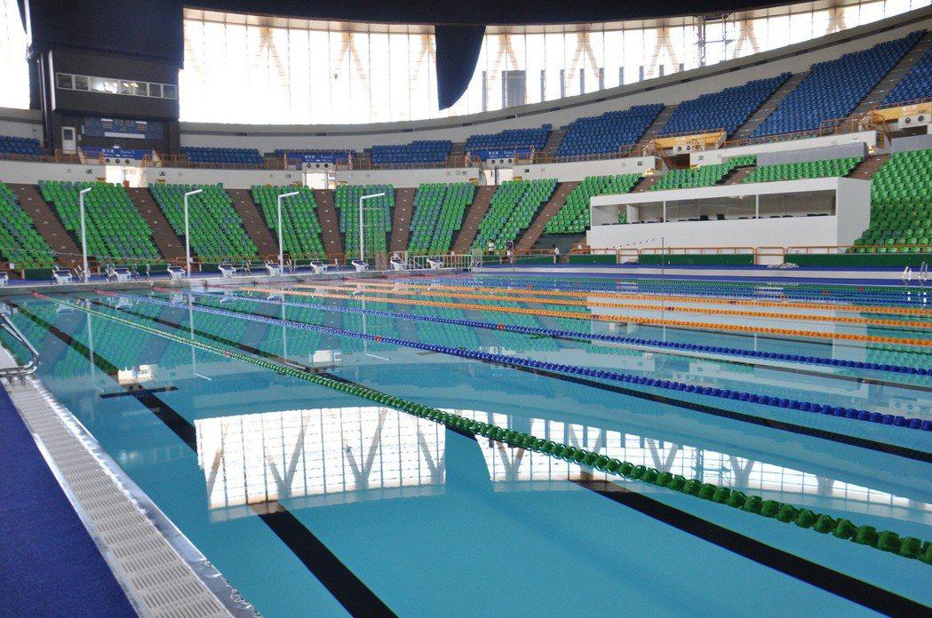 世大運組裝式游泳池成爛尾,北市不要,桃園也拒收。本報資料照
