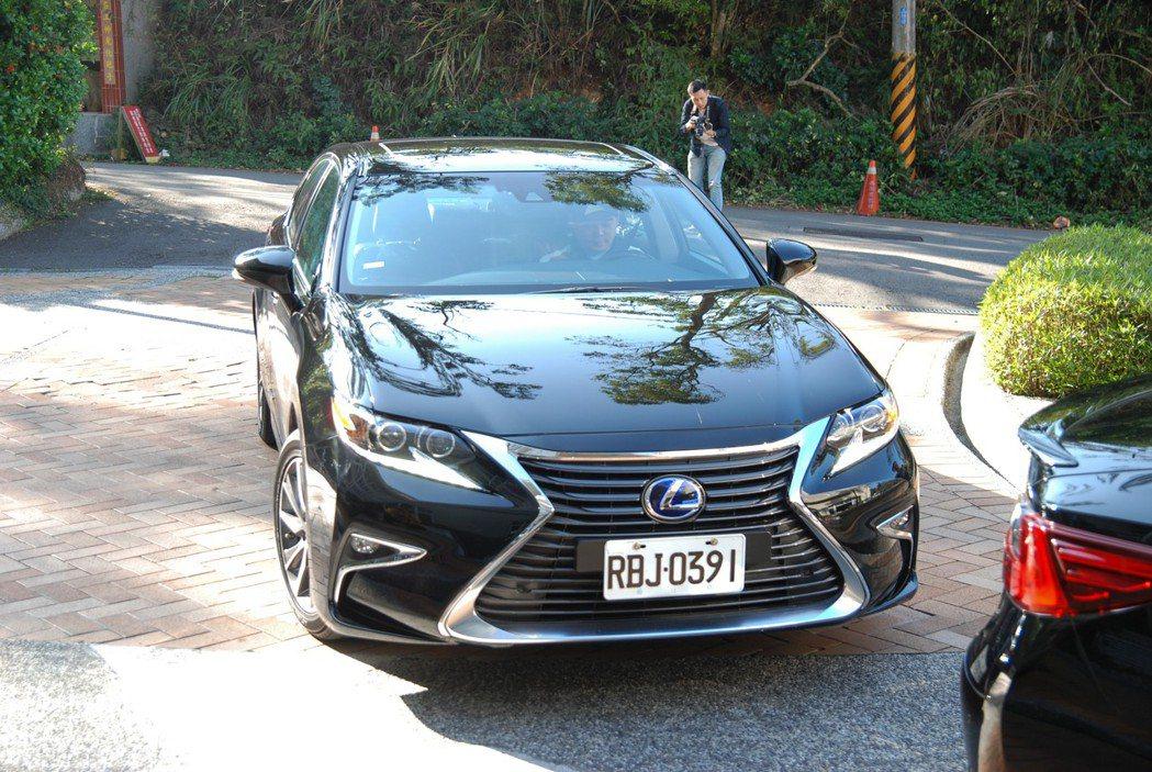 靜音測試則同樣以實驗組/對照組的方式於一般道路上行駛,並於車內透過分貝計來檢測胎噪大小,使用的車輛皆為 Lexus ES300h。 記者林鼎智/攝影