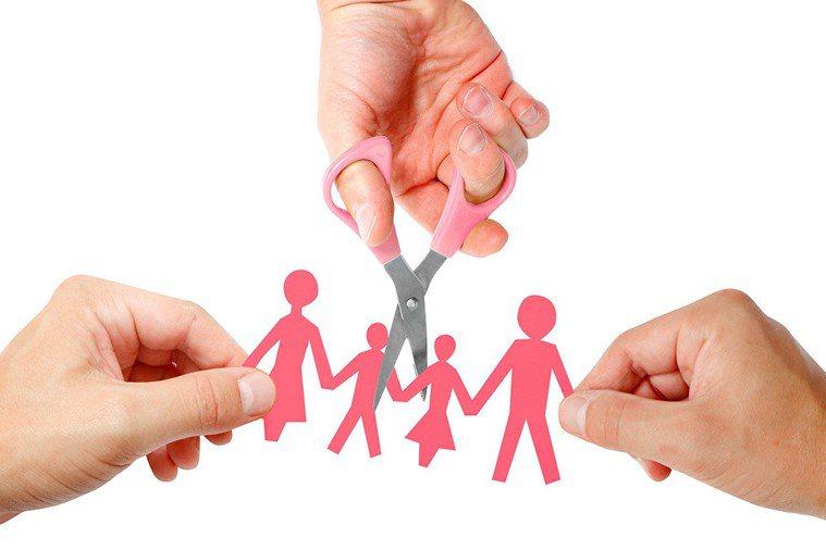 他人看來美滿幸福的家庭,潛藏其中的心酸卻無人能明白。 圖片/ingimage