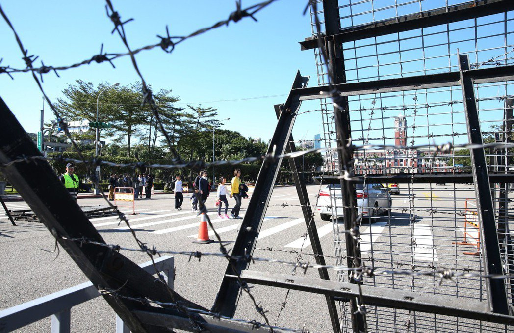 台灣解嚴步入三十年,但在警察與政治體系的長年共謀下,警察實務的渾水摸魚仍是常態。...