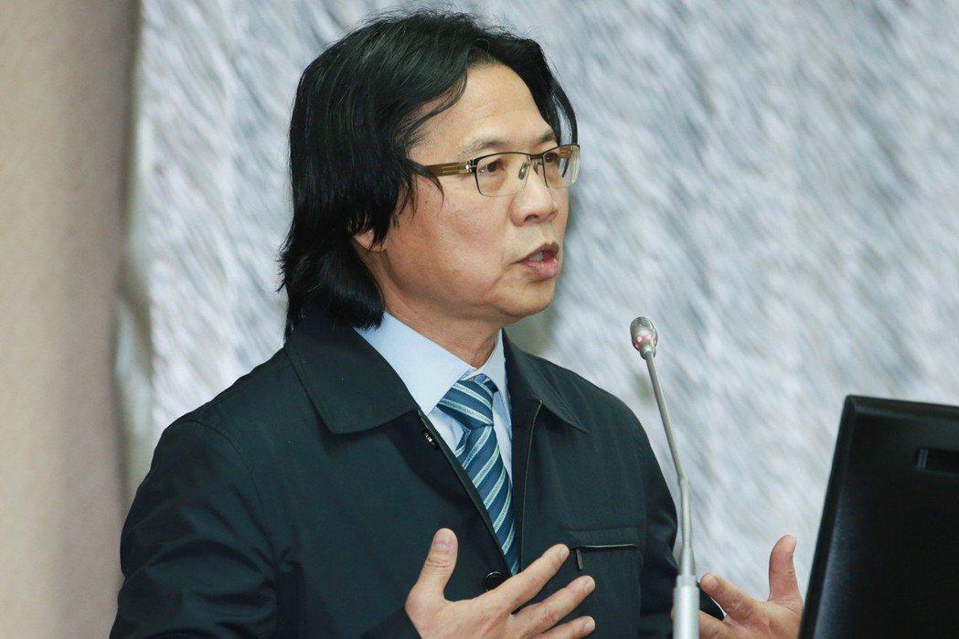 針對當晚「丟包」的合法性,內政部長葉俊榮更表示這是警察的「菩薩心」。 圖/聯合報...