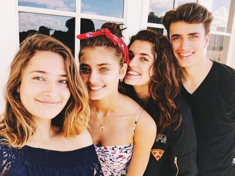 (左起)Logan Rae Hill、Taylor Hill、Mackinley...