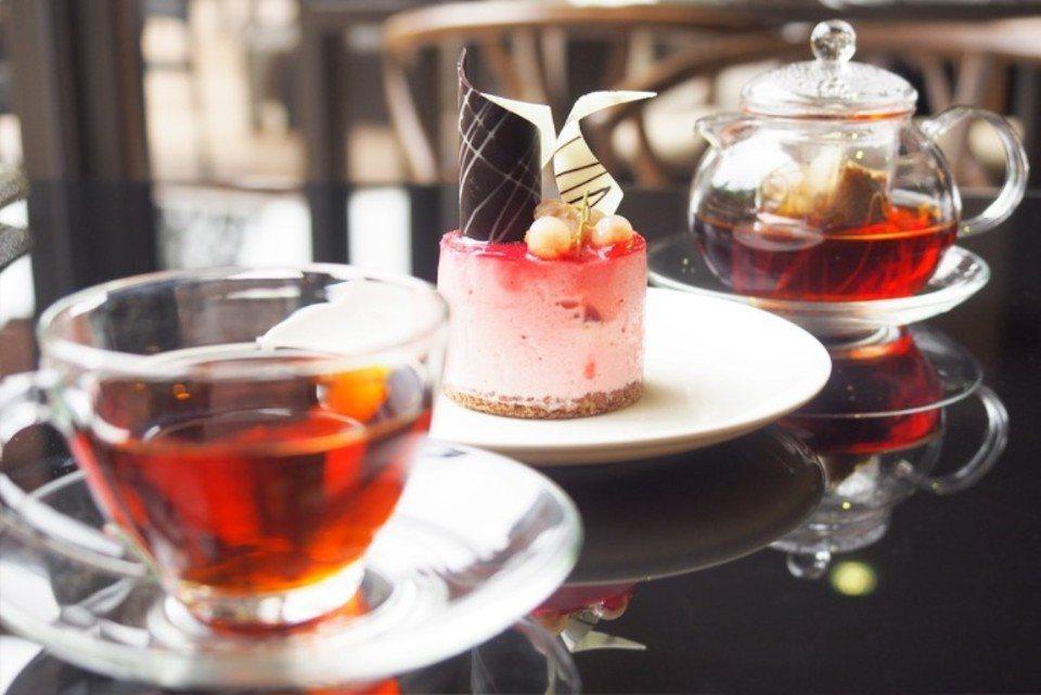 享用美味的下午茶。(圖片提供/雄獅旅遊)