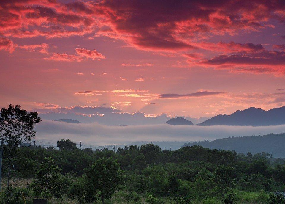 莊園的視野相當遼闊,可以飽覽群山自然美景。(圖片提供/雄獅旅遊)