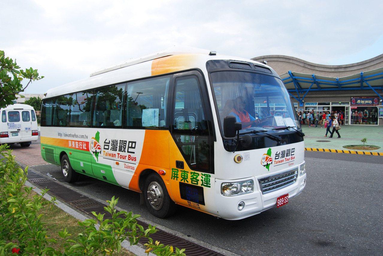 台灣觀巴彩繪車體。圖/觀光局提供