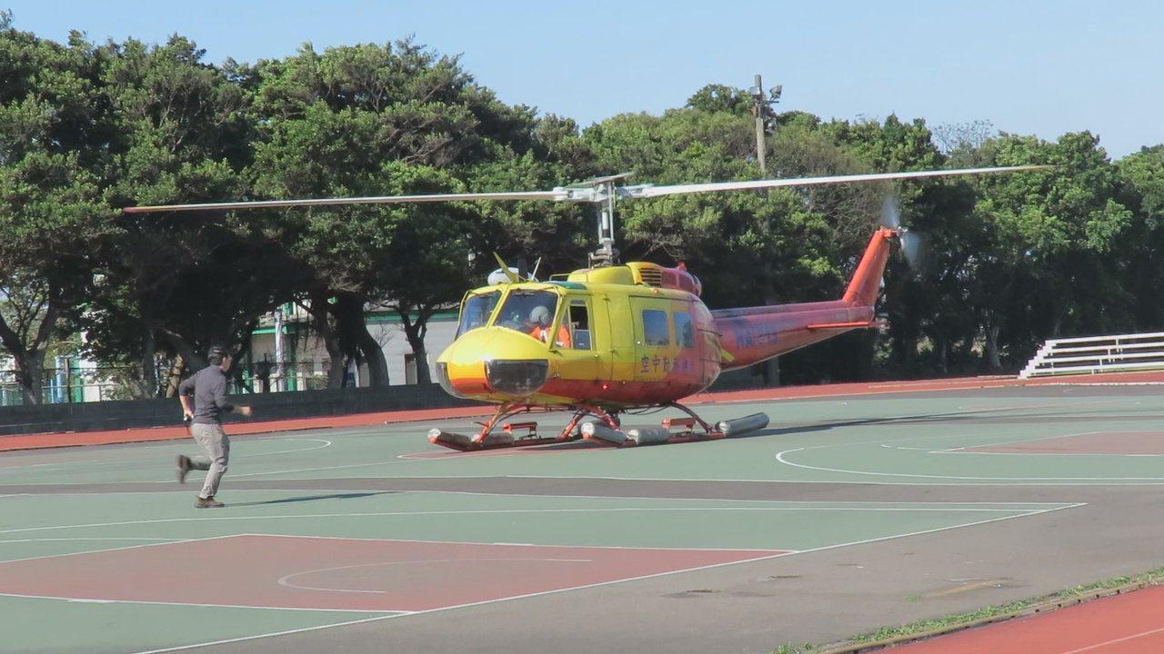 內政部空勤總隊汰換UH-1H直升機,除役功成身退的最後一架直升機,以飛行最後一趟...