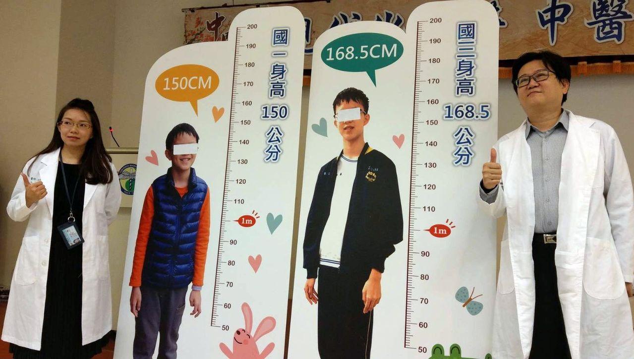 中醫師林怡君(左)說明,劉姓國中生原本身高身高150公分,經2年的中藥調理,如今...