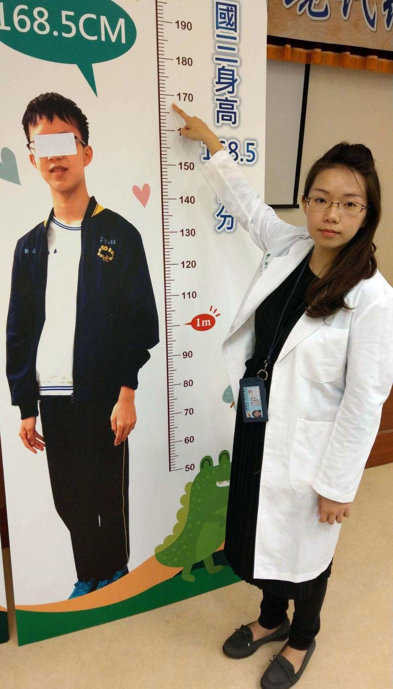 中醫師林怡君說明,劉姓國中生經2年的中藥調理,如今身高增加18.5公分,為168...