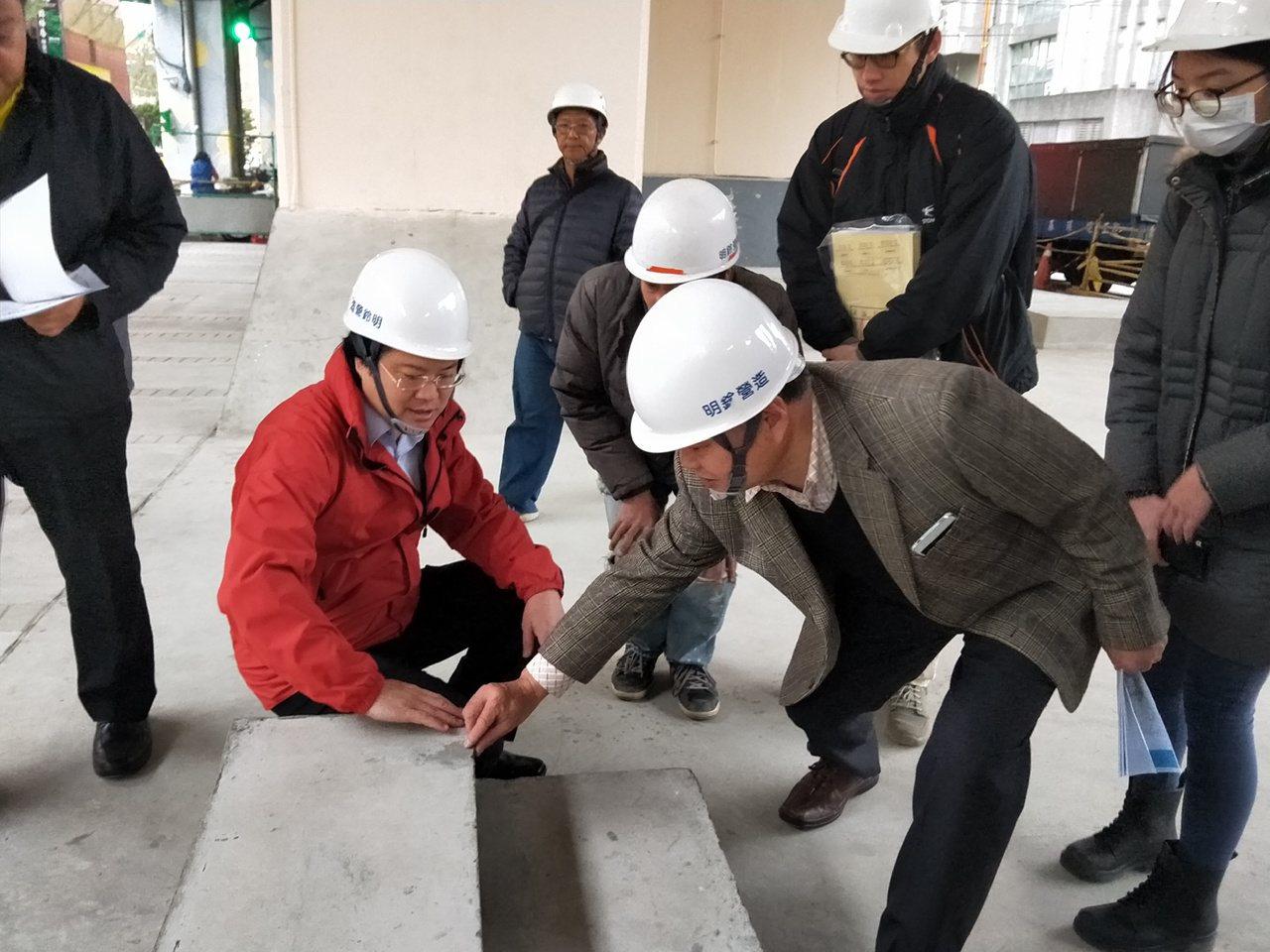 基隆市長林右昌推動高速公路29號橋下空間改善,今天前往視察。記者游明煌/攝影