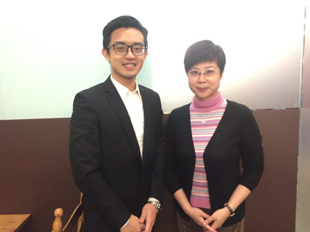 交大電子系畢業的林同學(左)目前就讀科法所主修智材法、科法學院副院長林志潔教授。...