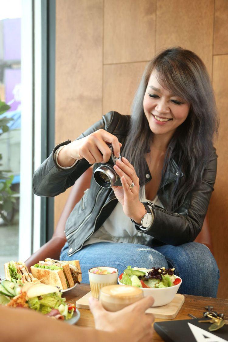 美味拍手Stella與110食驗室合作教學課程,教學拍攝出餐桌美味技巧。圖/記者...