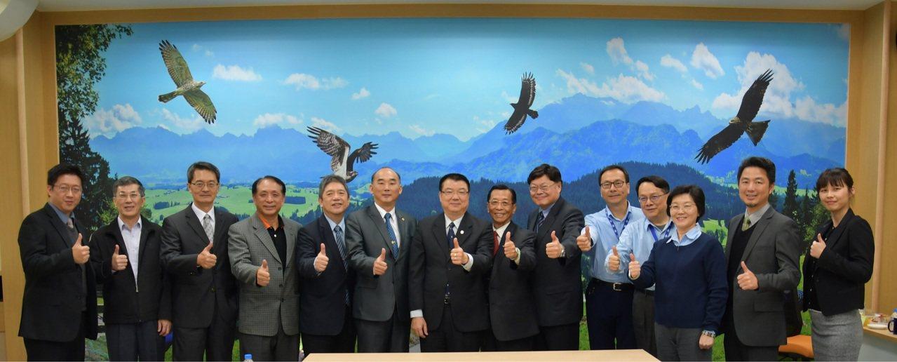 「臺灣航太產業 A-Team 4.0聯盟」今日在漢翔航太研習園區舉行,未來將選出...