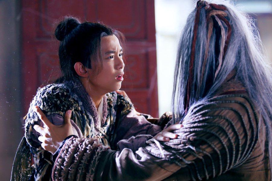 吳磊(左)長大了。圖/中視提供