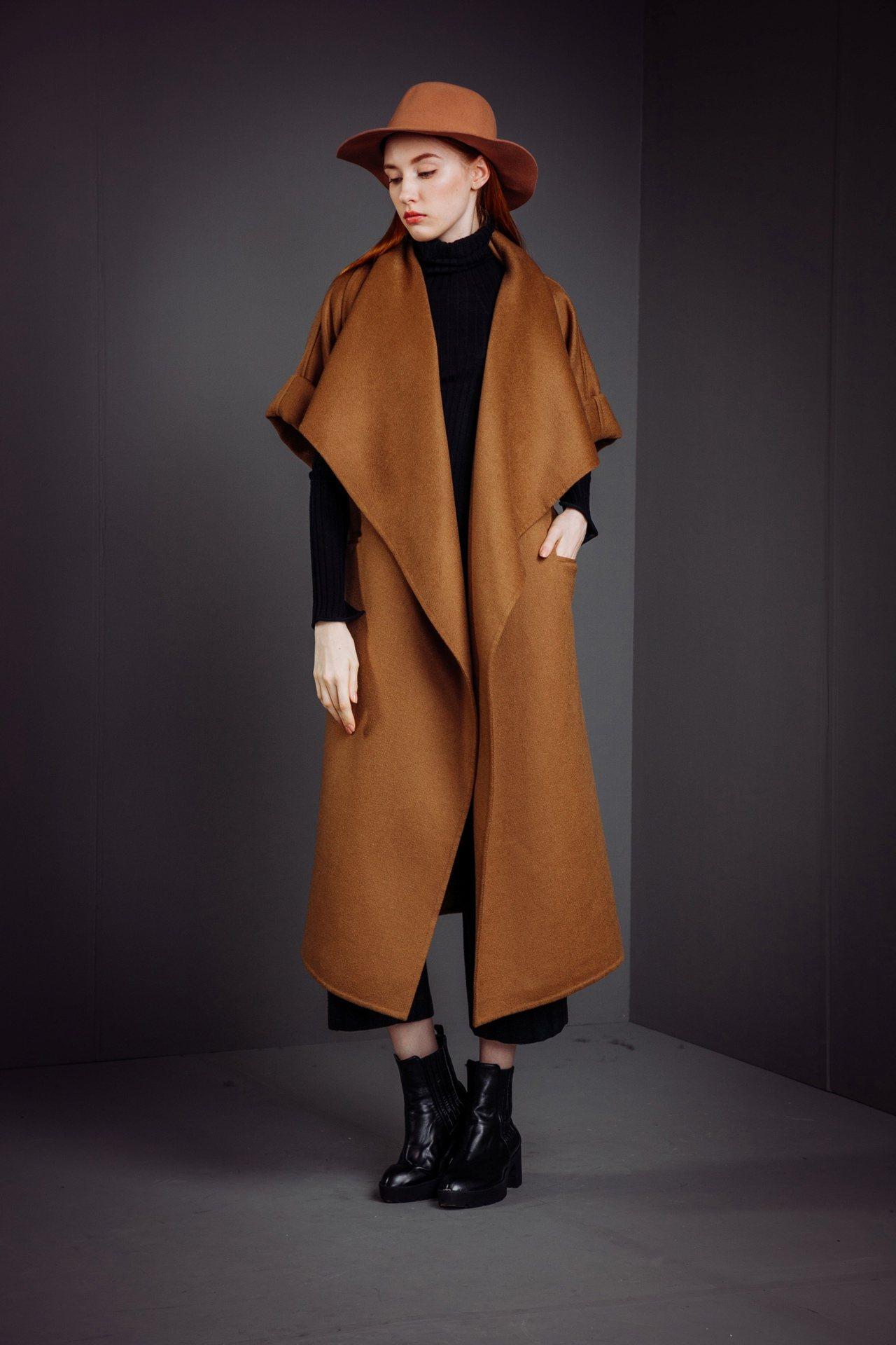 純羊毛大寬領時尚大衣,售價24,800元。圖/KeyWear提供