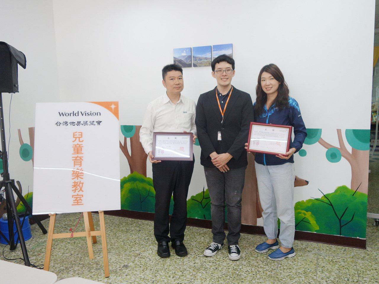 桃園在地企業響應愛心捐款,今日至台灣世界展望會桃園復興中心,和孩子們完成手作開心...