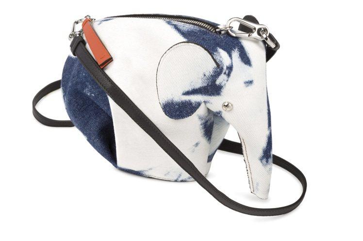 大象迷你包款,售價42,000元。圖/LOEWE提供